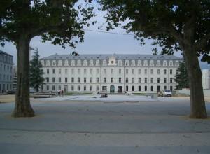 Der Cour d'honneur der Kaserne de Bonne in Grenoble
