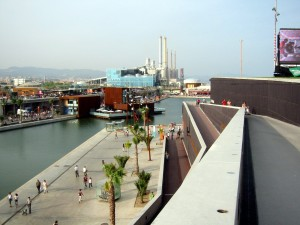 Der neue Osten von Barcelona; der zukünftige Yachthafen in seinen industriellen Kontext