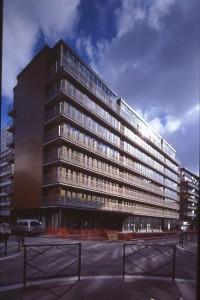 Der Wohnungsbau von Francis Soler in der Allée Paul-Signac in Clichy von außen
