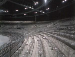 Die Zuschauerränge im Inneren des Konzertsaals