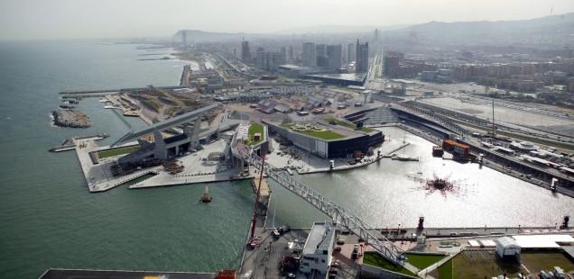 Luftaufnahme des Forum 2004 in der Verlängerung der Diagonalen von Barcelona
