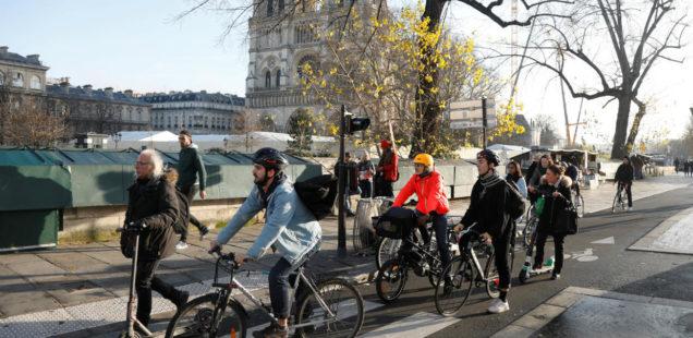 Fahrradfahrer während des Streiks in Paris