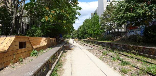Small belt railway in Paris